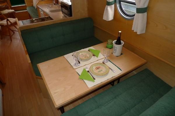 Dinette (will convert to double bunk if required)