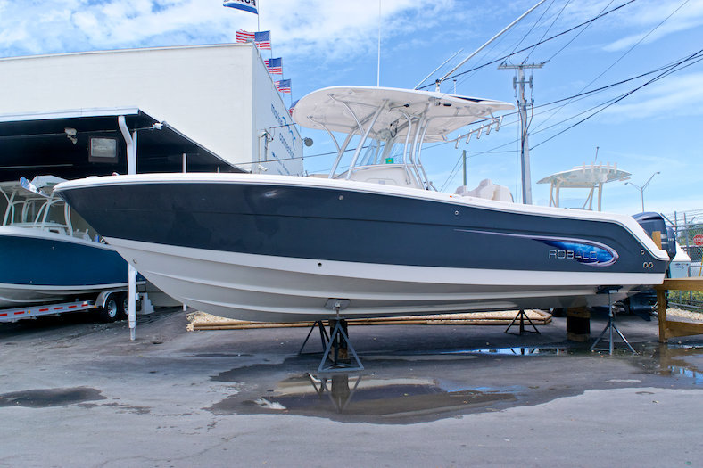 Robalo R300 Center Conosle
