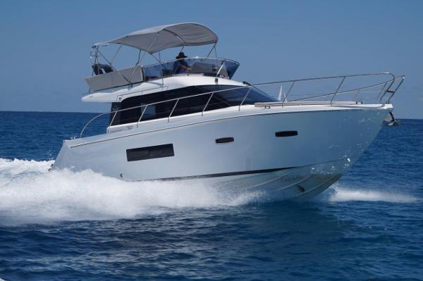 Sealine F380 Sister Ship Picture