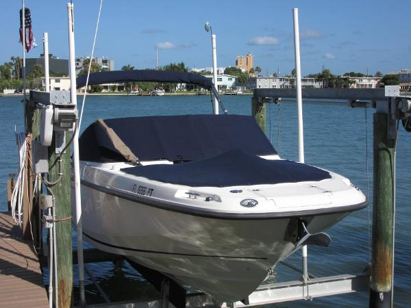 Boston Whaler Vantage Starboard Exterior Profile