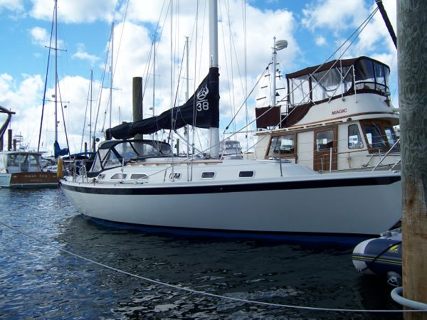 Ericson 200 Built by Pacific SeaCraft Starboard Side