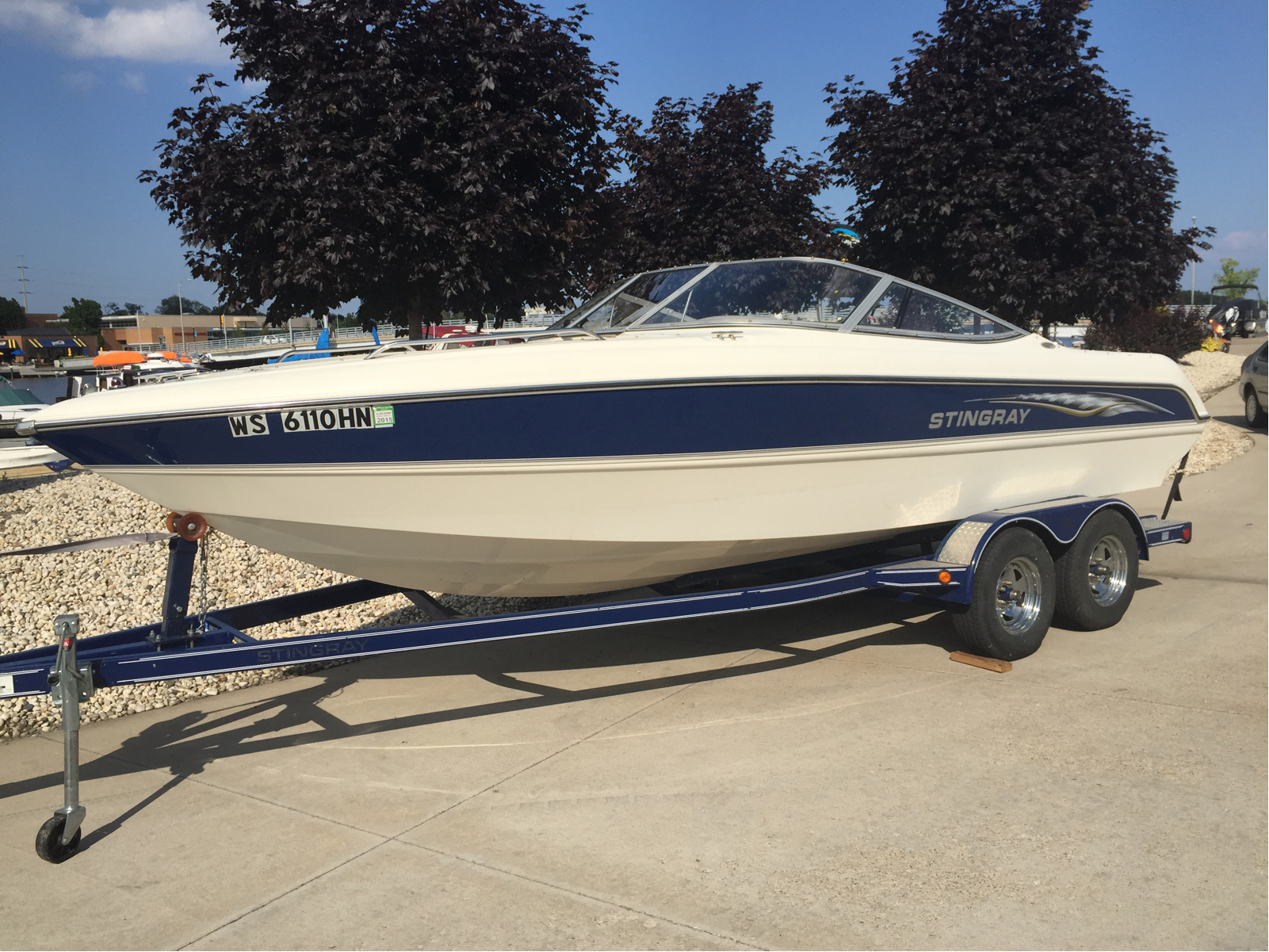 Stingray Boats 220 LX