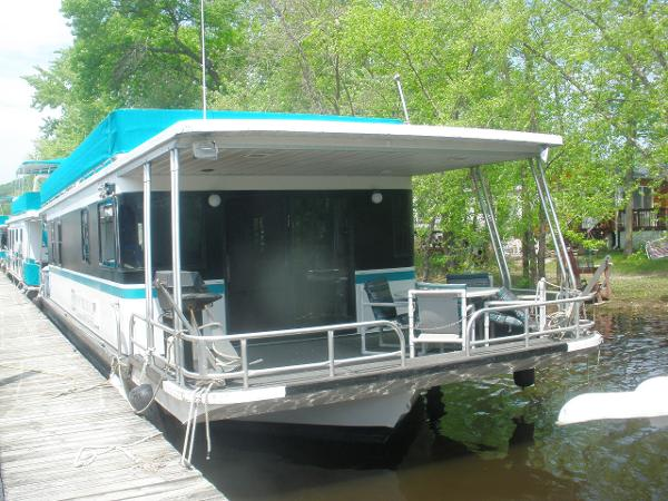 Lakeview Yachts Houseboat IN water view