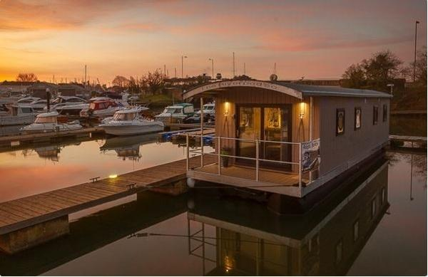 Houseboat 40 w Freehold mooring UK Kent built house boat w/mooring