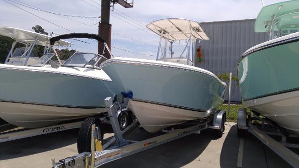 Cobia Boats 217CC