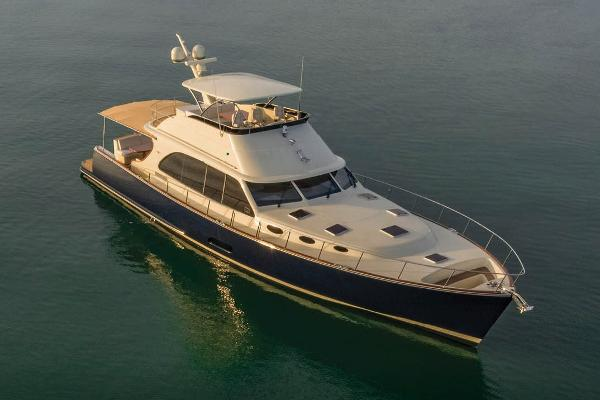 Palm Beach Motor Yachts PB70