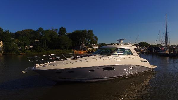 Sea Ray 450 Sundancer Port Bow