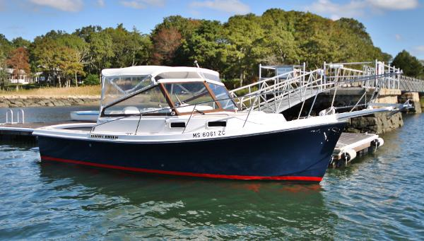 Nauset 25 Express Starboard Profile at Dock