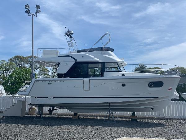 Beneteau America Swift Trawler 35
