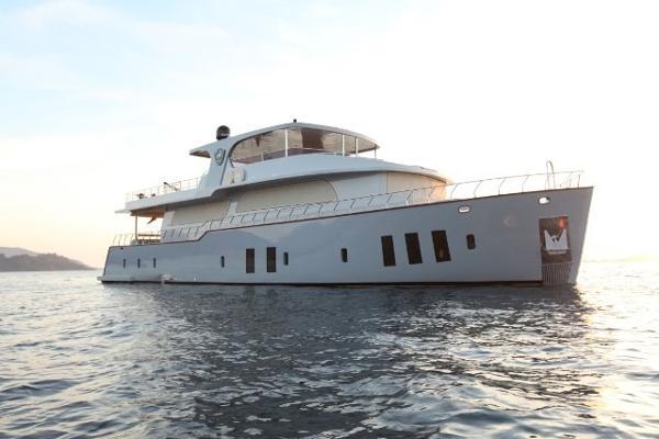 Custom Trawler 26 M