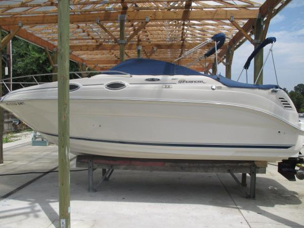 Sea Ray 240 Sundancer Port View