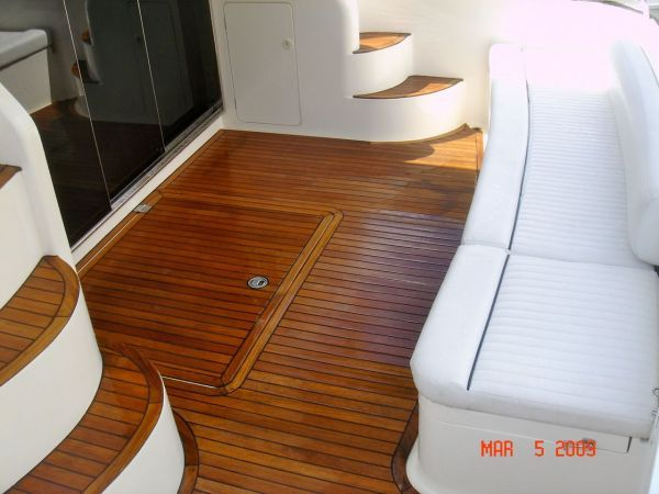 Teak cockpit with teak steps