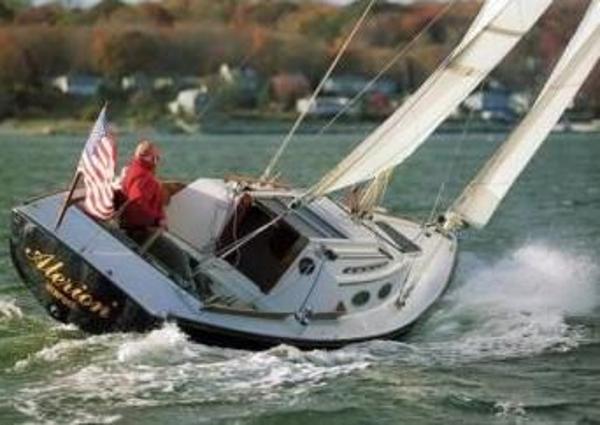 Alerion 28 Cruising upwind Sistership