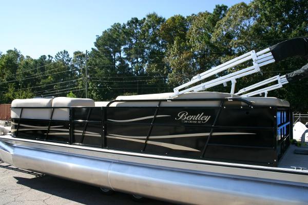 моторная лодка бентли 240