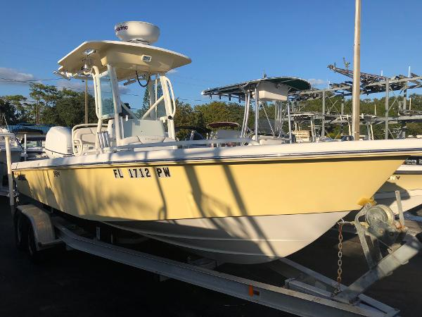 Everglades 243 CC TOWER BOAT