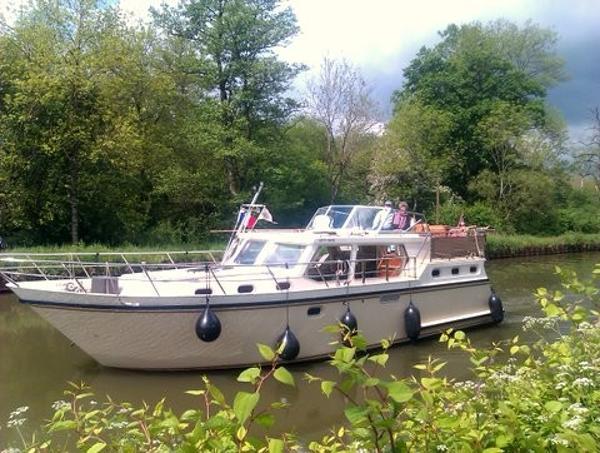 Proficiat  11.75 Dutch Steel Cruiser A cruise up river ?