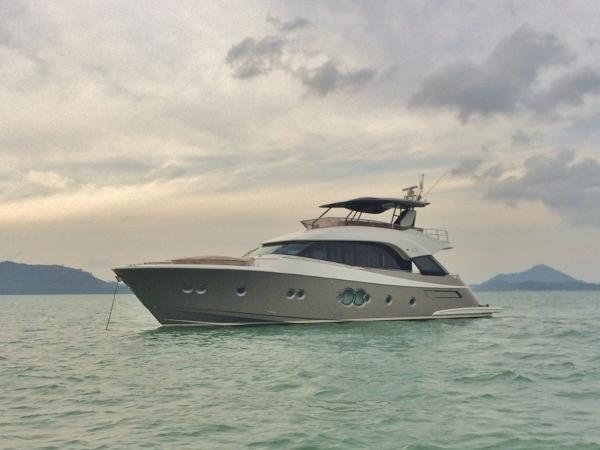 Monte Carlo Yachts MCY 70 Carbon hardtop keeps the center of gravity low