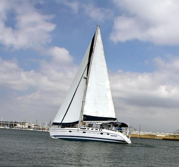 Hunter 460 Sailing