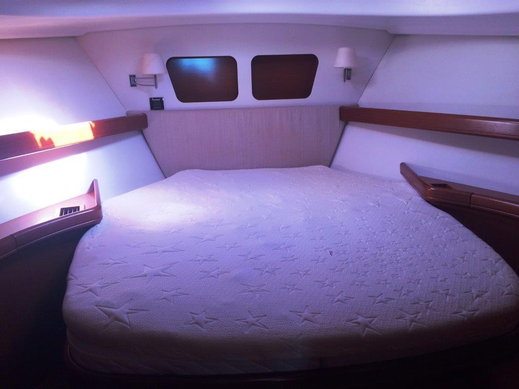 Beneteau Swift Trawler 42 Owner cab