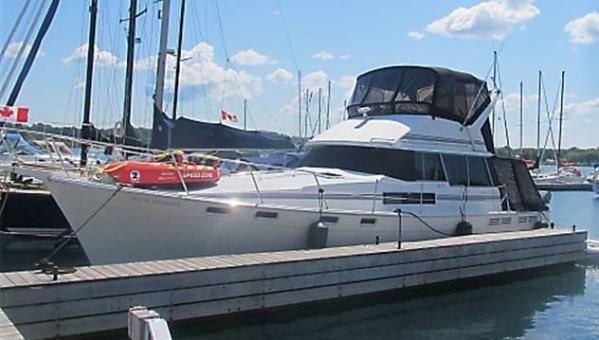 Bayliner 3888 Motoryacht Profile