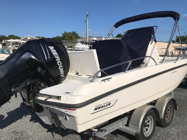 Boston Whaler Dauntless 210