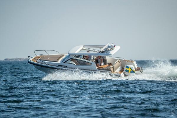 Nimbus Weekender 9 boats and yachts for sale in London and the United Kingdom - Grosvenor Nimbus - Nimbus Weekender 9