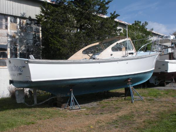 Dyer 29 Flush Deck Bass Boat