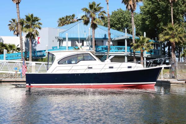 Mainship 34 Pilot Rum Runner II Profile