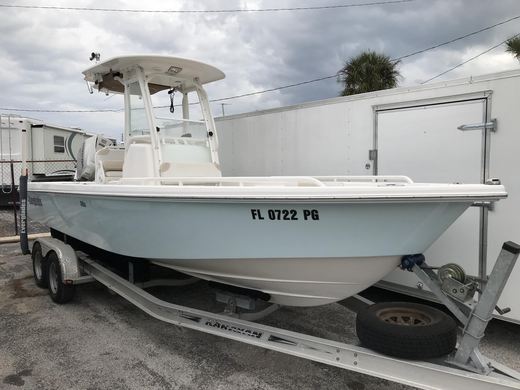 Everglades Fishing Boat 243CC