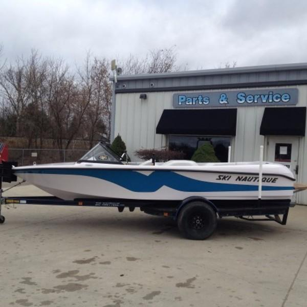Correct Craft Ski Nautique 196 Closed Bow