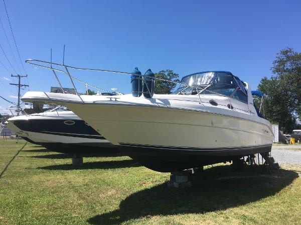 Sea Ray 300 Sundancer Port Bow