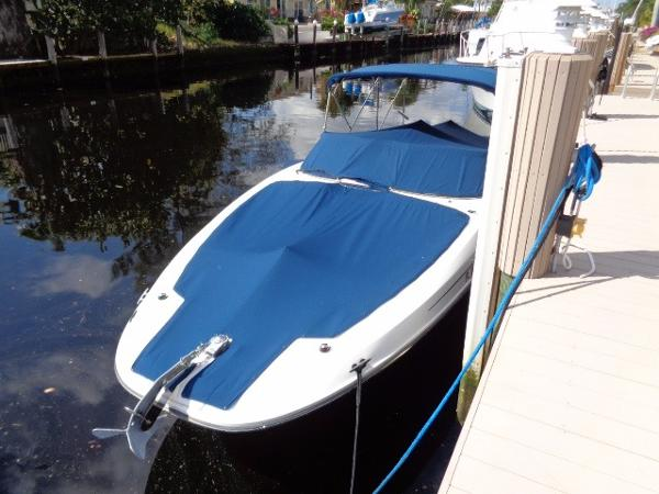 Sea Ray 300 Sundeck Canvas bow