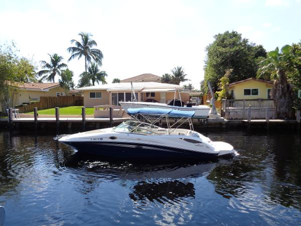 Sea Ray 300 Sundeck Port profile