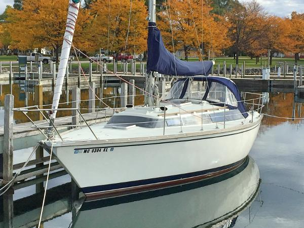 Dufour 31 Port Aft Hull Profile