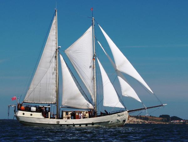 Schooner sailing barge