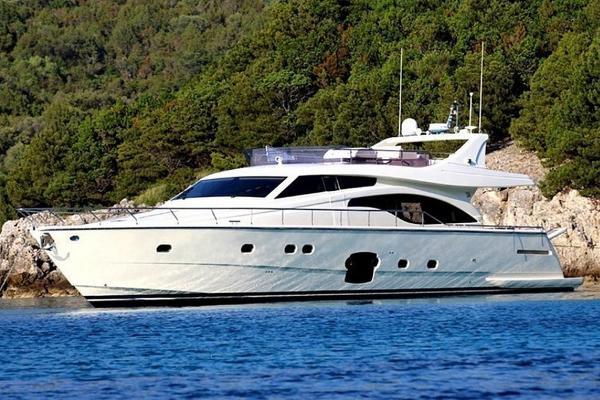 Ferretti Yachts 681