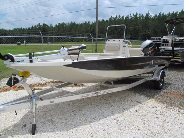 Xpress Boats Hyper-Lift® Bay H20B
