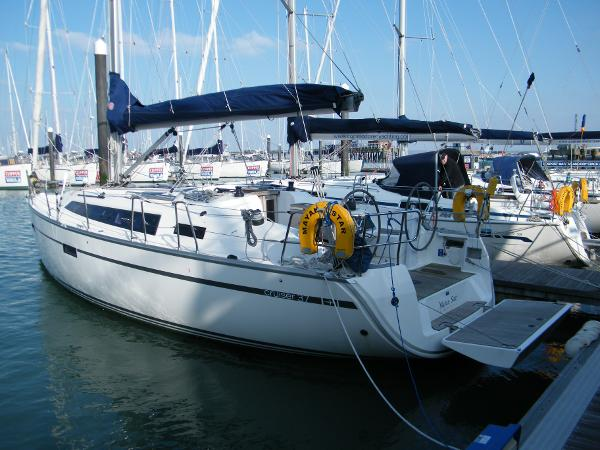Bavaria Cruiser 37 port quarter