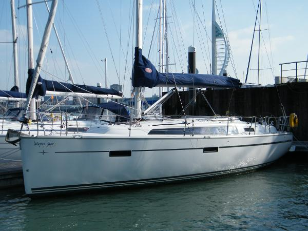 Bavaria Cruiser 37 port bow