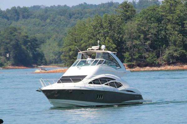 Cruisers Yachts sports sedan