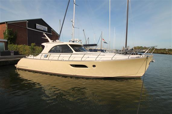 Mochi Craft DOLPHIN 44'