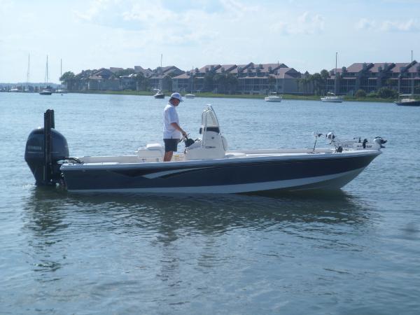 Ranger 220 Bahia STARBOARD UNDERWAY