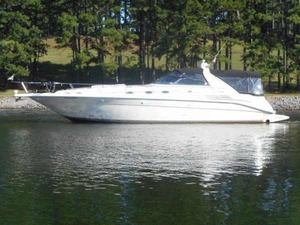 Sea Ray 450 Sundancer Profile