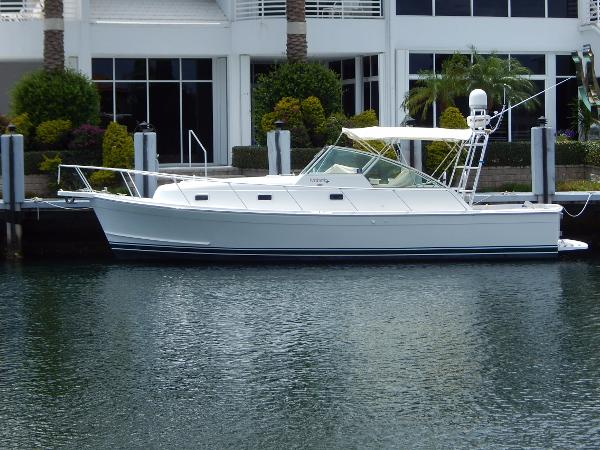 Mainship 34 Pilot Side Profile