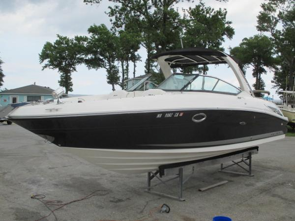Sea Ray 300 SLX Port Bow