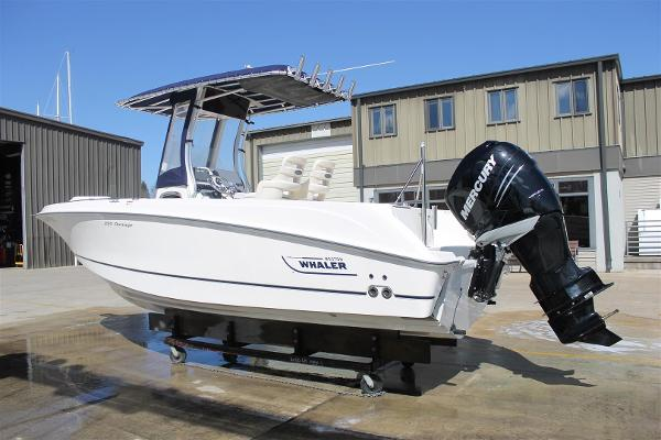 Boston Whaler 220 Outrage Port Side