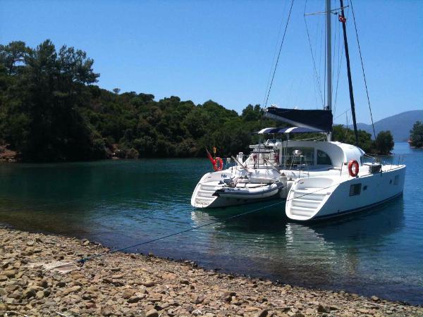 Lagoon 380 S2 Lagoon 380 S2 - At anchor