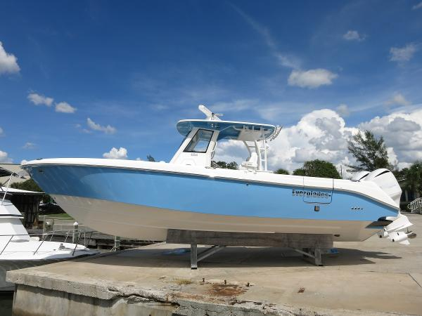 Everglades Boats 325 Center Console