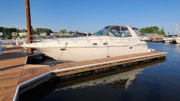 Cruisers Yachts 3870 Esprit