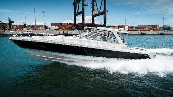 Intrepid 475 Sport Yacht Running Port